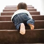 se-baisser-pour-aider-un-enfant.jpg